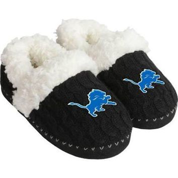 DCCKG8Q NFL Detroit Lions Womens Fur Moccasin Slippers