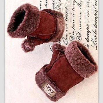 DCCKNQ2 UGG Fur One Half Finger Gloves