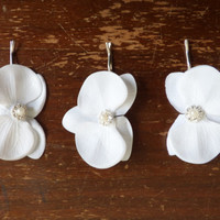 Real Touch Orchid Hair Clip. Orchid Hairpiece. WHITE Orchid Hair Clip. Bridal Hair Accesories. Bridal Hair Flower. Real Touch Flowers