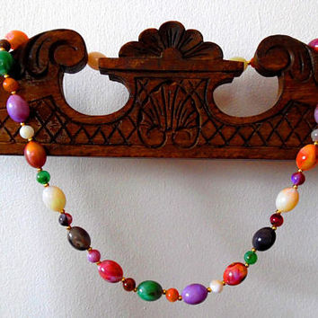 Rainbow richly colourful beaded necklace / pink / purple / red / green / white / vintage / 1970s / gold / gift / marble bead lucite necklace