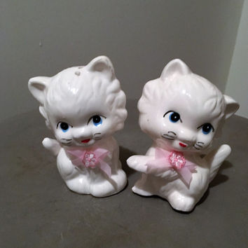 Vintage 1960s Ceramic Kitten Salt and Pepper Shakers / Cat Salt and Pepper Shakers / Blue Eyes and Pink Ribbons