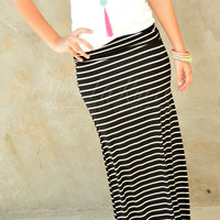 SWEET AND SIMPLE MAXI SKIRT IN BLACK