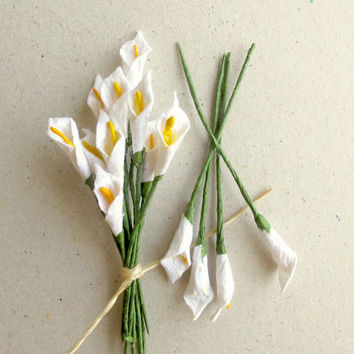 Mini Calla Lilies - 10 white mulberry paper flowers with wire stems - Great for dollhouses, card making, wedding favor & boutonnierres