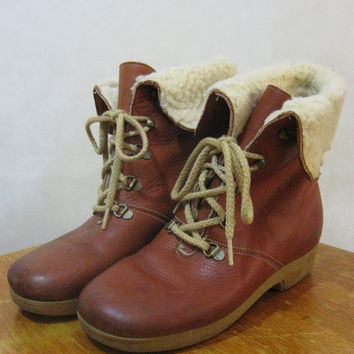 70s Leather Boots, Vintage Cobbies Cognac Brown Leather Sherpa Lined Lace-Up Boots with Thick Rubber Heel Size Women's 7