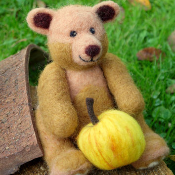 Needle felted teddybear. Needle felted animal. Needlefelt teddybear. Felted teddybear. Soft sculpture. Wool felted bear. needlefelt animal.