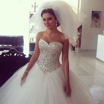 Robe de mariage New Long Wedding Dress Sweethart Neck Sleeveless Ball Gown Chapel Train Beading Tulle Bridal Gowns