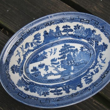 "Johnson Brothers Willow pattern Old Crown Marking (Made in England) 9"" Oval Vegetable Bowl"
