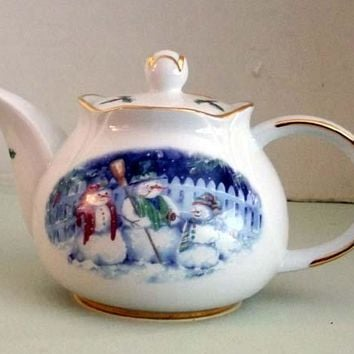 Snow People Round 3 Cup Porcelain Teapot