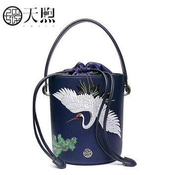 2018 New women leather bags fashion embroidery luxury tote handbags designer women bag leather handbags Crossbody bags
