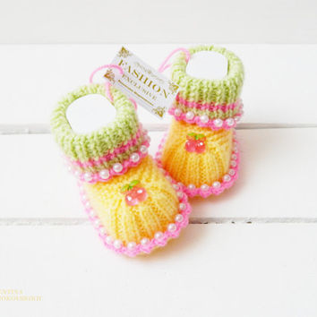 Cute Baby booties. Baptism Gift.Pregnancy announcement idea for grandparents. Grandparent reveal gifts. Baby girl. Baby booties. Exclusive72