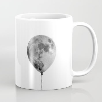 The light side of the moon Coffee Mug by printapix