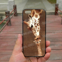 giraffe  kissing baby ipone 5s case iphone 4/4s/5/5c case Samsung galaxy s5 case galaxy s3/s4 case covers skin 182