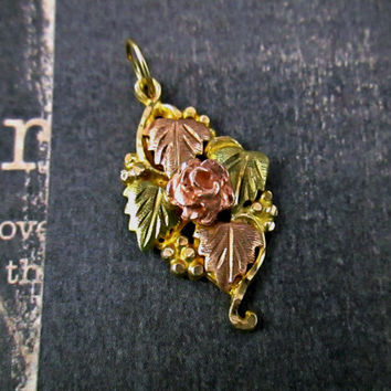 Vintage 10k Black Hills Gold Necklace Pendant Rose with foliage design Dimensional Detail Tri Color Gold Yellow Rose Green Solid Gold