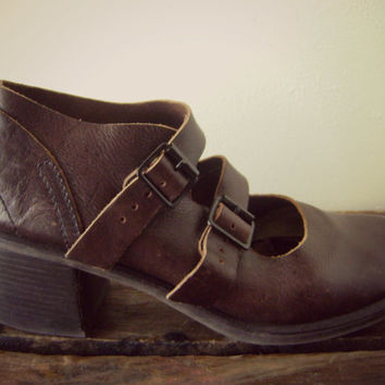 90s buckle grunge mary jane shoes | chunky heels | size 9 | boho shoes | hippie shoes | grunge buckle shoes | brown leather | 90s MIA shoes