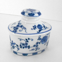Vienna Woods Fine China Company Blue Onion Porcelain Box White and Blue Design