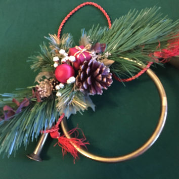 Christmas Horn Door Wreath Vintage Brass Angel Horn With Decorated Pine Bough Holiday Door Home Decor Red Green Gold Hunting Horn