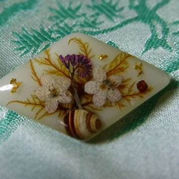60's Vintage Lucite Dried Flower Brooch Pin Clear Plastic Floral Seashell Gold Fleck Brooch Purple White Flowers 1960's Jewelry Jewellery