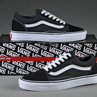 VANS Classic Old Skool Off the Wall Women And Men's Skateboarding Shoes