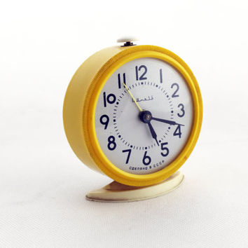 Vintage alarm clock, Yellow alarn clock, made in Russia 70s