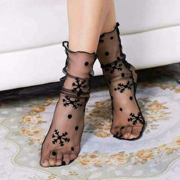 1Pair Sexy Breathable Silk Heap Heap Soft Elasticity Black Fishnet Lace Flower Mesh Ankle Fashion Socks Summer Style