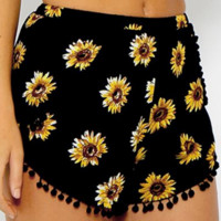 Cute  Sunflower printing elastic waist shorts beach pants