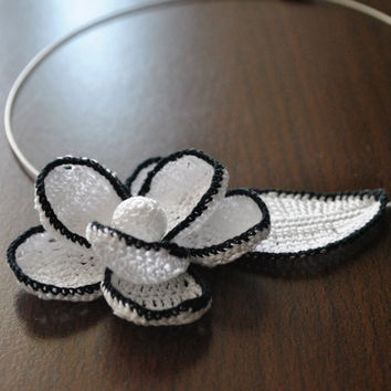 Crochet Necklace,Necklace Flower and leaf,Bohemian Handmade Jewelry,Crochet Neck Accessory,Lightweight jewelry,Choker