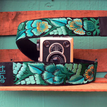 Leather camera strap with traditional Guatemalan embroidery - Jardín (Garden) in jade, cyan. green - JDC2