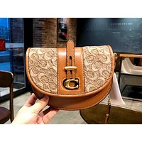 COACH 2019 new women's semi-circular crossbody chain saddle bag Brown