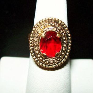 Sarah Cov Fashion Ring Red Rhinestone Oval Cut Gold Metal Bead Trim Adjustable Sz 7 Vinage