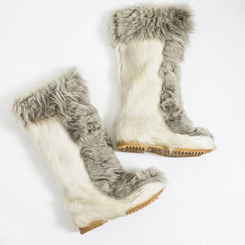 Vintage 1960s Boots - French Fur Beige and Grey Yeti Mod Ski Snow Boots - 6 - 6.5