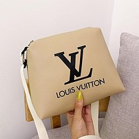 LV 2019 new fashion trend casual sports shoulder Messenger bag Khaki