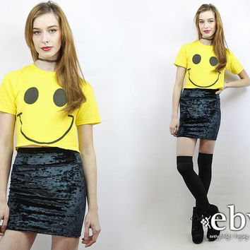 Vintage 90s Smiley Face Crop Top XS S Cropped Top Cropped Tee Crop Tee Midriff Top Cropped Shirt 90s Crop Top 90s Top Smiley Face Tshirt