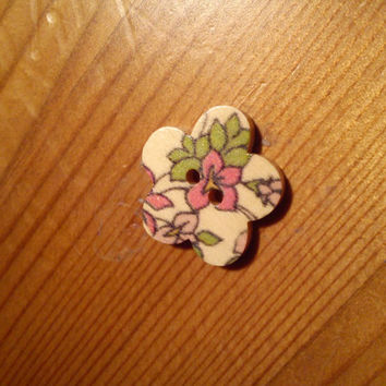 purple and green flower button magnetic needle minder (needle nanny, needle keeper)