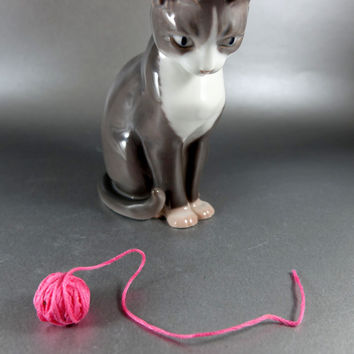 B and G Bing & Grondahl Cat Gray Cat Figurine Vintage Ca. 1970 to 1983