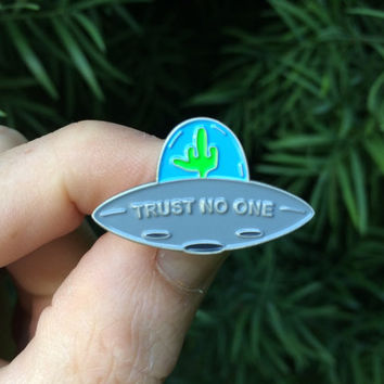 Trust No One : UFO - Soft Enamel Lapel Pin