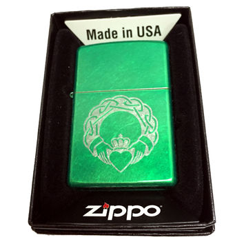 Zippo Custom Lighter - Celtic Claddagh with Heart - Regular Meadow 24840MP313885