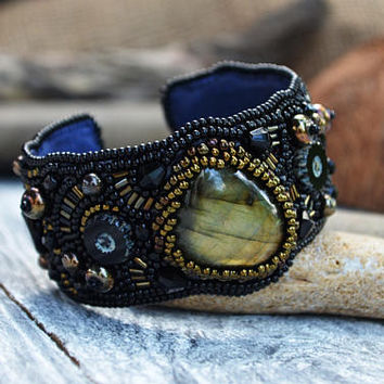 Hand beaded bracelet Bead Embroidered Labradorite Bracelet Black Seedbead Cuff Embroidered jewellery Beadwork Bracelet Bead Embroidered Gift