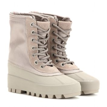 5974195ff0ce4 YEEZY 950 boots (Season 1) from mytheresa