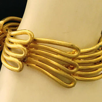 Vtg gold tone art deco statement cuff / unique large chain link bracelet / lage gold bracelet with clasp / oversized wrist jewelry