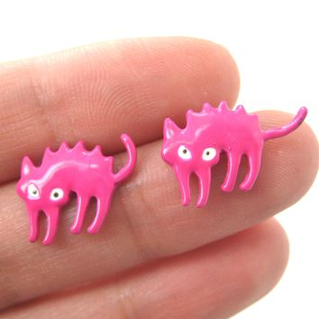 Petrified Scaredy Kitty Cat Animal Stud Earrings in Pink | DOTOLY