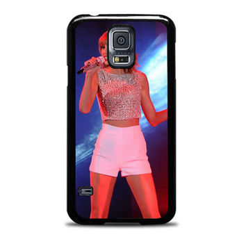 Taylor Swift Hits The Stage In A Cute Top And Shorts To Perform Samsung Galaxy S5 Case