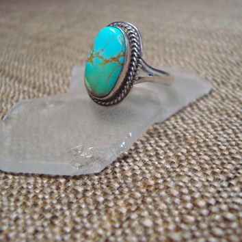 sterling silver ring with natural turquoise gemstone, great color gradient, size 8.5