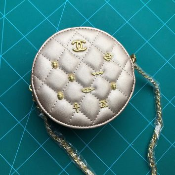 HCXX 19Aug 076 13136 Fashion Features A Topstitched Pattern Similar Chain Canteen Bag 13.5-13.5-6.5CM Sliver