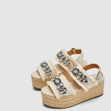 PLATFORM SANDALS WITH BEADED DETAIL DETAILS