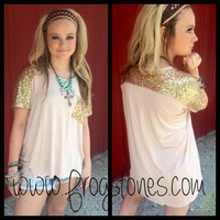Peach crochet sleeve top, crochet sleeve top, Long tops, tops, boutique clothing, clothing, boutique, Huffman, Huffman, texas, crochet sleeve tops. peach, coral, coral tops, peach tops::frogstones