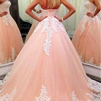 [198.99] Junoesque Tulle Strapless Neckline Ball Gown Formal Dresses With Lace Appliques - dressilyme.com