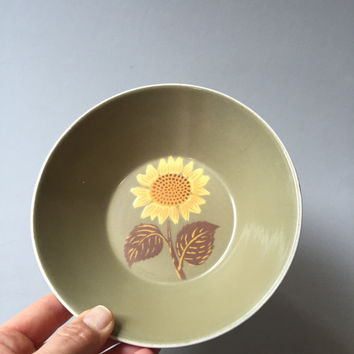 SUNFLOWER BOWL, Vintage bowl with sunflower, Harmony House sunflower bowl, iron stone bowl, vintage sunflower bowl, sunflower decor