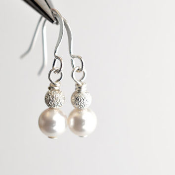 Classic white pearl earrings, pearl drop earrings, simple pearl earrings, Swarovski pearl bridal jewelry, dangle earrings, gift for her