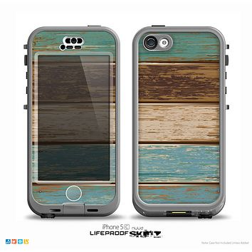 The Wooden Planks with Chipped Green and Brown Paint Skin for the iPhone 5c nüüd LifeProof Case