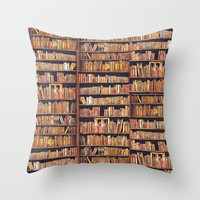Read to live, live to read. Throw Pillow by anipani